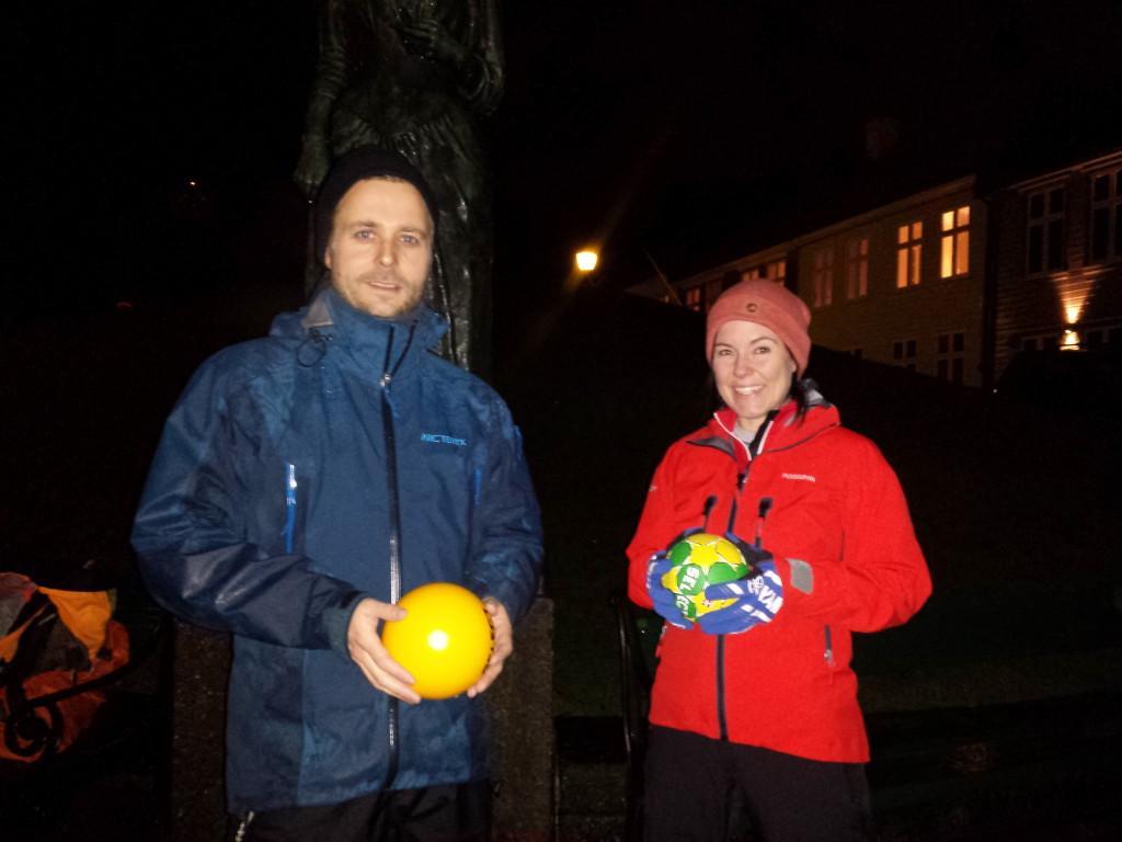 Instruktør Oddgeir Sausjord og gategymmer Kamilla Alver er klar for en times økt med kortreist trening.