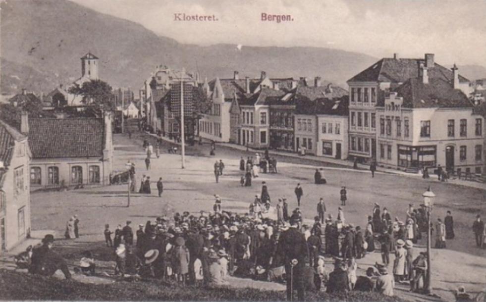 Her er Klosteret anno 1910. Forslagsstillerne vil ha en levende plass igjen.