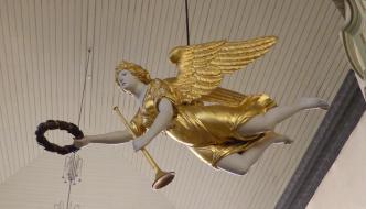 En engel blir senket