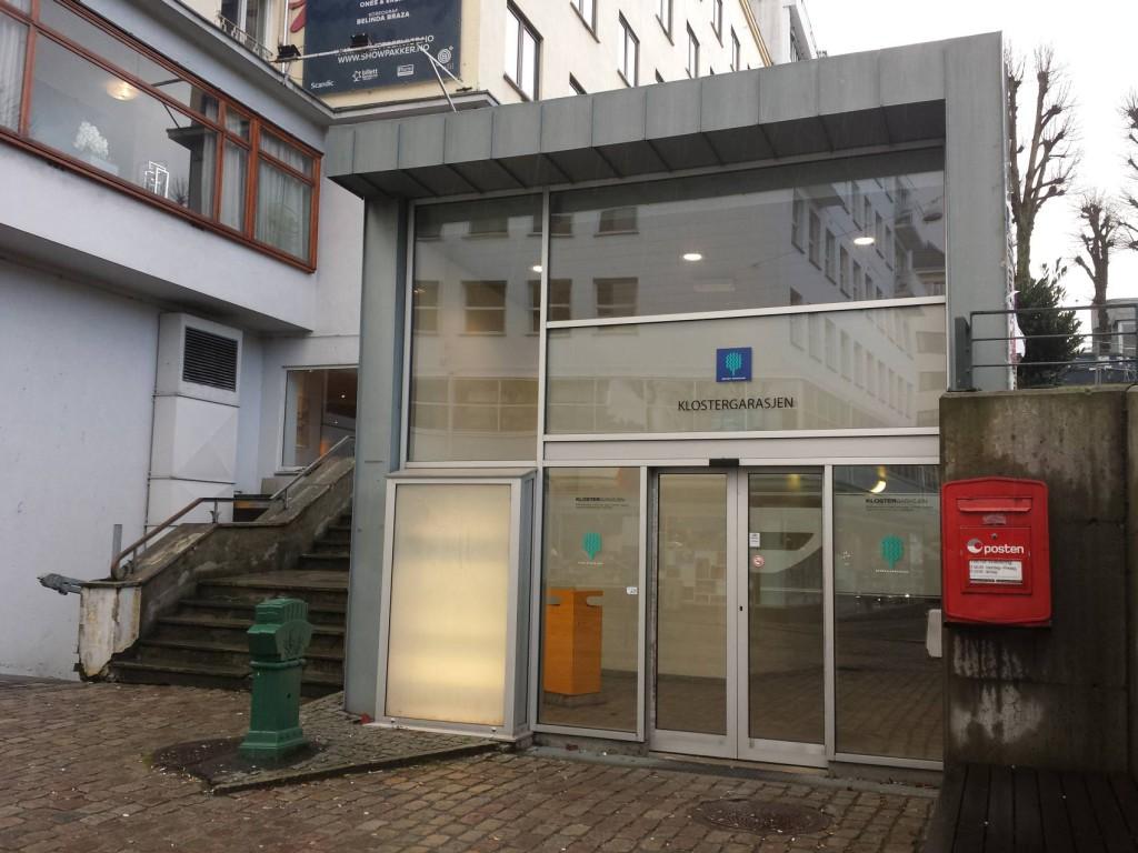 Inngang til Klostergarasjen fra Østre Murallmenning.
