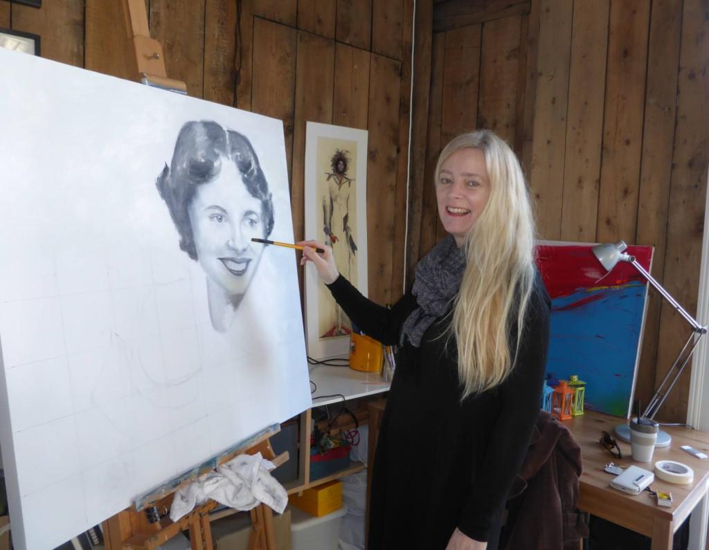 Nina Holvik maler sin mor.