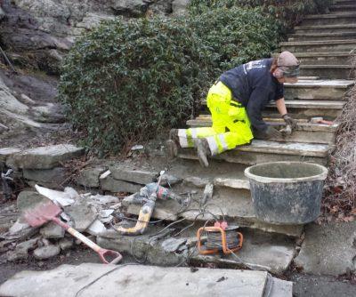 For akkurat en måned siden kunne vi glede oss over at trappen endelig ble fikset. Foto: Eva Johansen