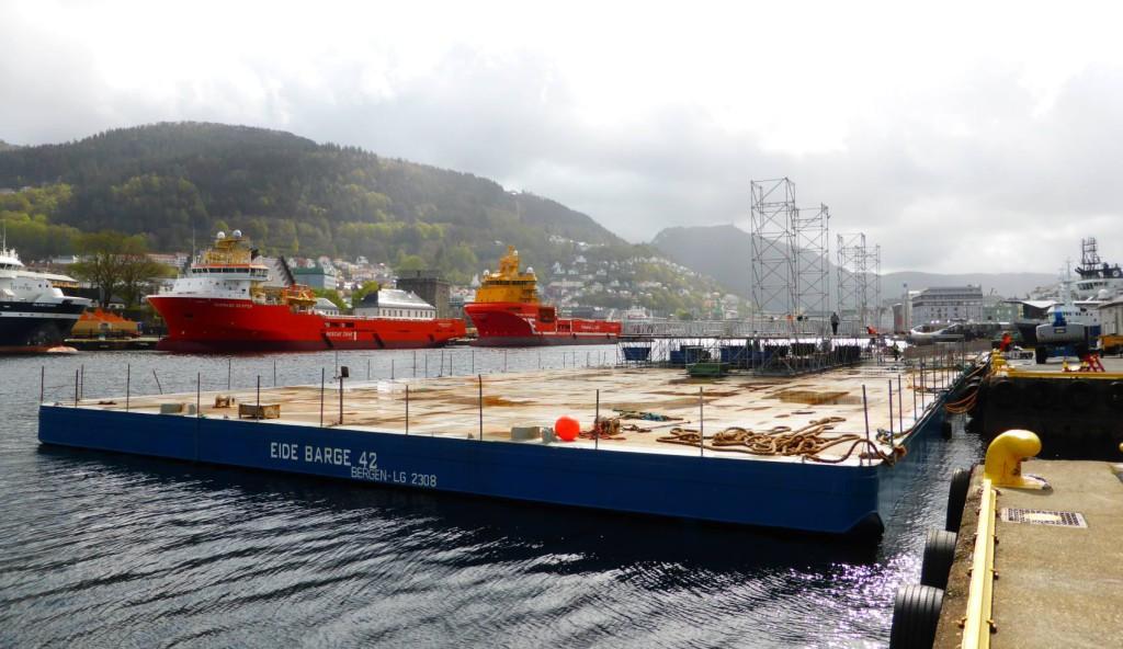 Den 2500 kvadratmeter store lekteren skal være en flytende scene på Vågen på 17. mai. Foto: Eva Johansen