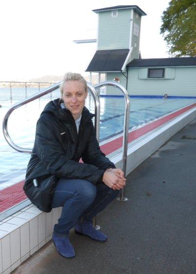 Marte Solberg har vært driftssjef siste året, men har seks års erfaring som badevakt. Foto: Eva Johansen