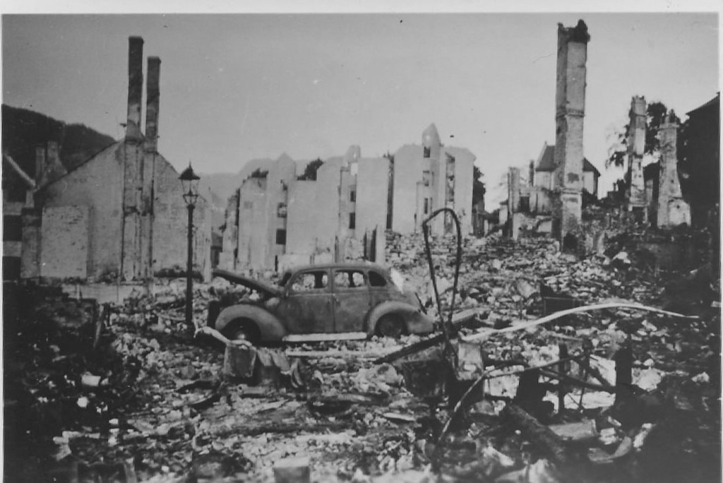 I Nagelgaten etter bombeangrepet 15. juni 1940. Foto: Britt Seters album /Fotomuseum.bergen360.no