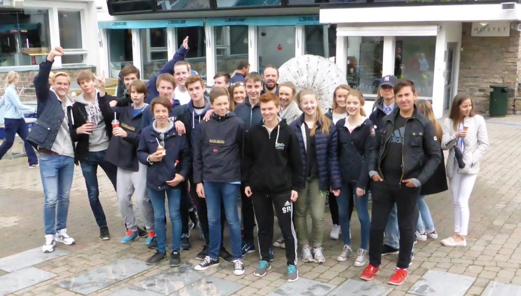 10. klasse fra Skranevetnet skole var invitert til Akvariet for å fortelle hvordan de kan tilrettelegge for ungdom. Foto: Eva Johansen