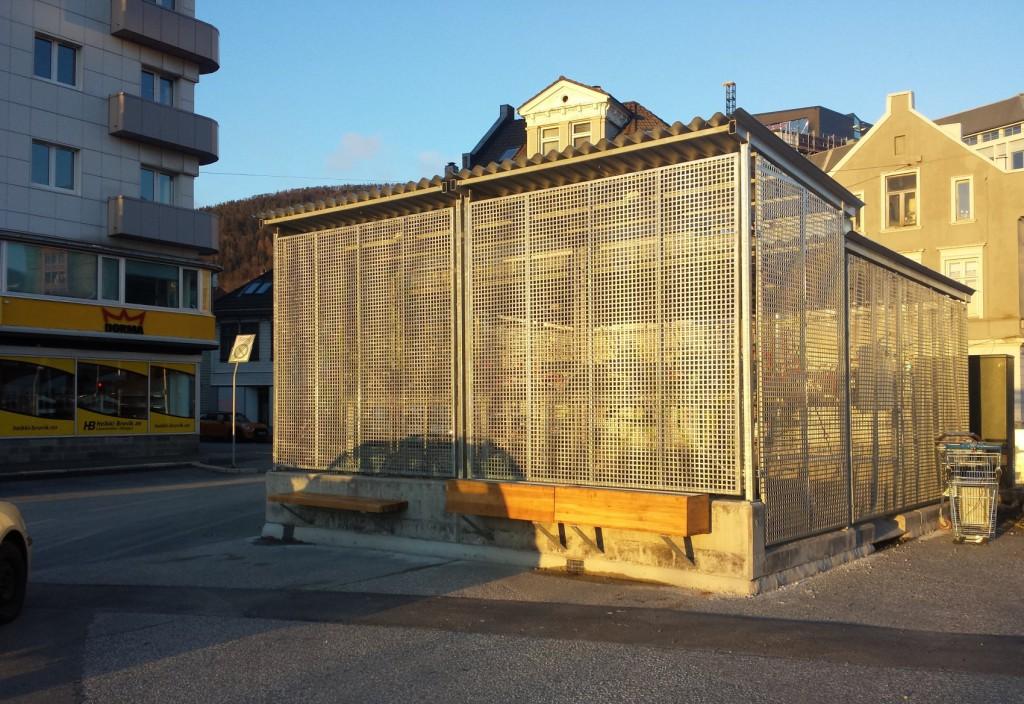 Her på Nøstet står en av to nye sykkelparkerings-binger. Foto: Eva Johansen