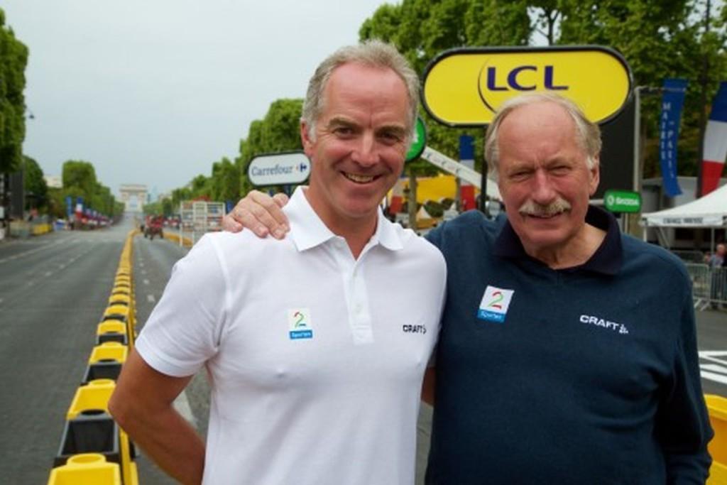 TV 2s sykkelkommentatorer Christian Paasche og Johan Kaggestad på Champs-Élysées i Paris. Foto: Jan-Petter Dahl/TV 2