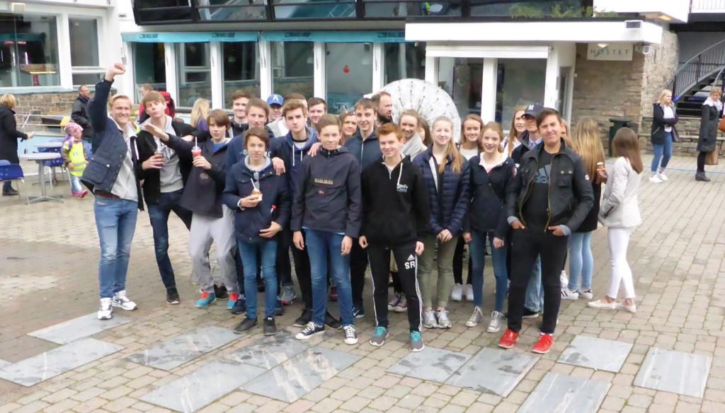 Her er 10. klassen fra Skranevatnet skole som ga råd til Akvariet. Foto: Eva Johansen