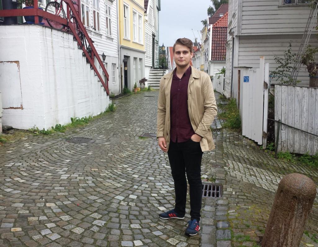 Andreas MAdsen Berg har vokst opp i Klostersmauet og har gått mye her i Ytre Markevei. Foto: Eva Johansen