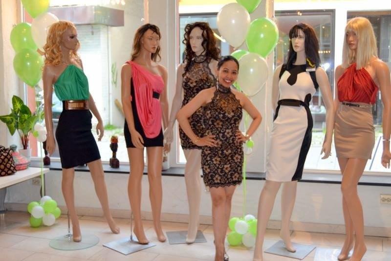 Det er kjolene som har gjort Diva populær, og spesielt den som Gina har på seg her, forteller hun. Foto: Privat