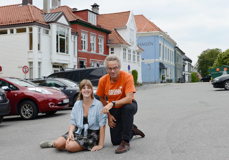 Her er Rasmus Hansson og Ingrid Fjellberg på Klosterplassen. Foto: MDG