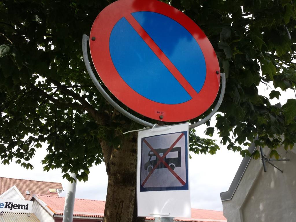 Slik ser skiltet ut som tydeligvis bobilsjåførene forstår. Foto: Eva Johansen