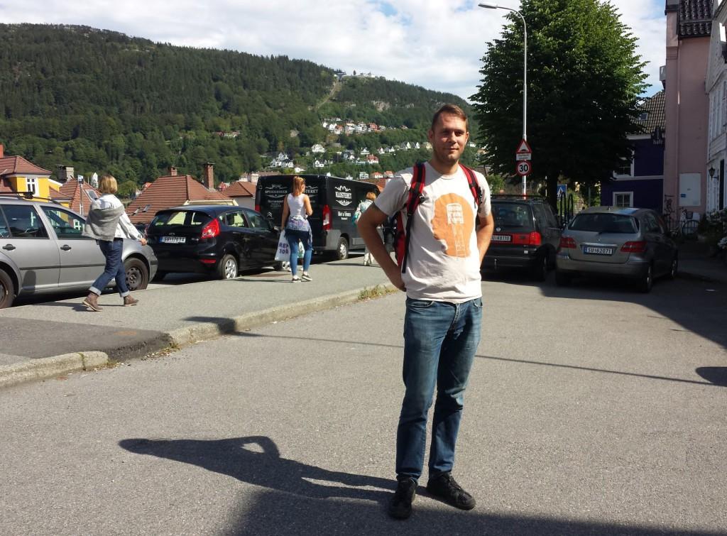 12. kandidat på listen til Rødt, Odd Arild Viste, valgte seg Klosterplassen som også han vil ha bilfri. Foto: Eva Johansen