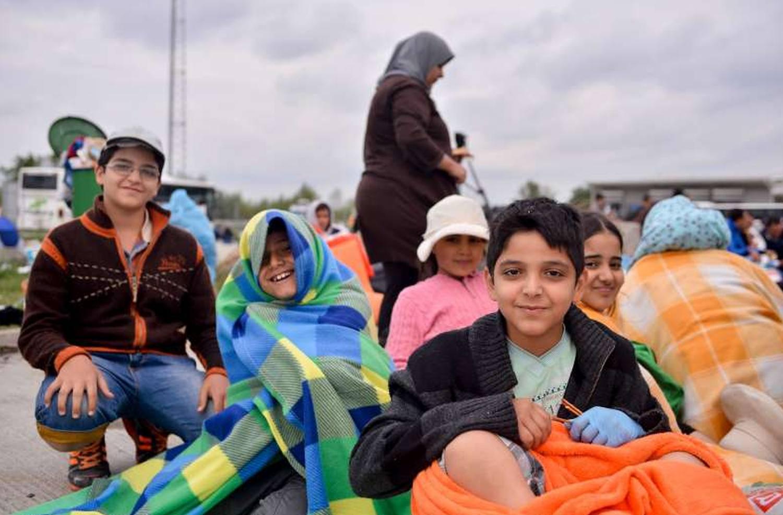 Frå venstre: Faiz (13), Nour Aldin (9), Hind (10), Abderrahmane (19) og Shahid (9) er kome fram til Austerrike etter 25 dagars ferd. Dei flykta med familien sin frå Damaskus i Syria. Foto: UNHCR/ M. Schöppl