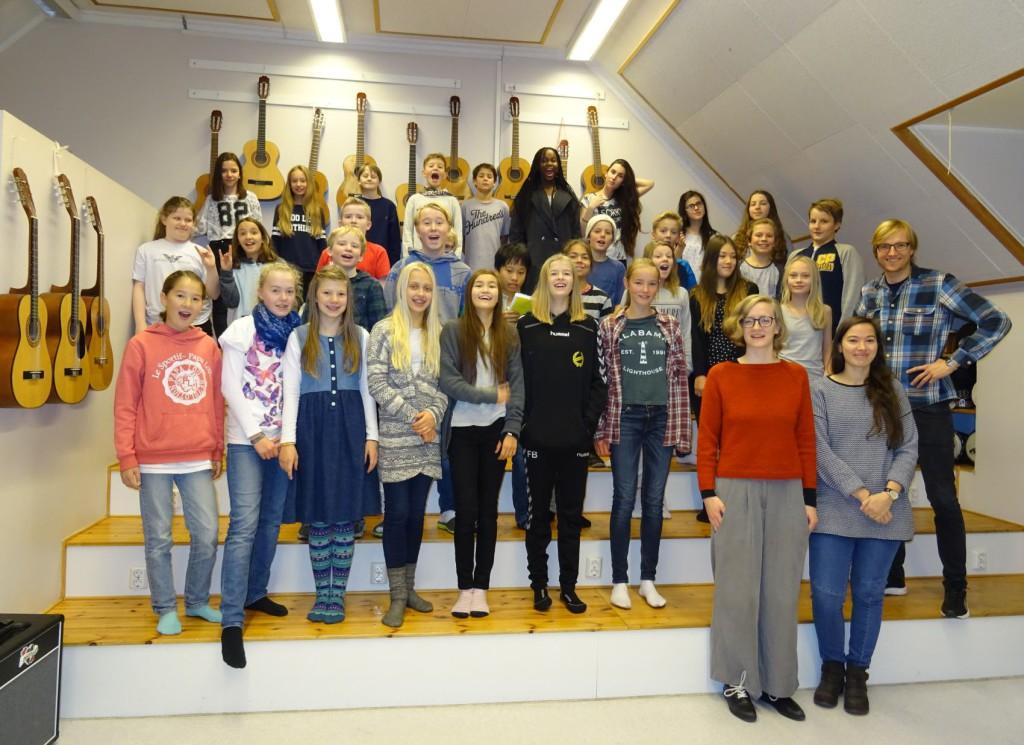 Kan det bli noen av disse elevene på 7. trinn ved Nordnes skole som får møte fredsprisvinnerne? Foto: Eva Johansen
