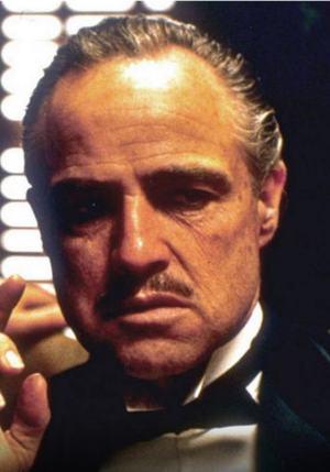 Gudfaren, spilt av Marlon Brando.