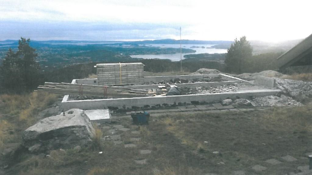 Slik ser det ut på tomten hvor den nye Viggo-hytten skal stå. Grunnmuren er ferdig. Foto: Viggo