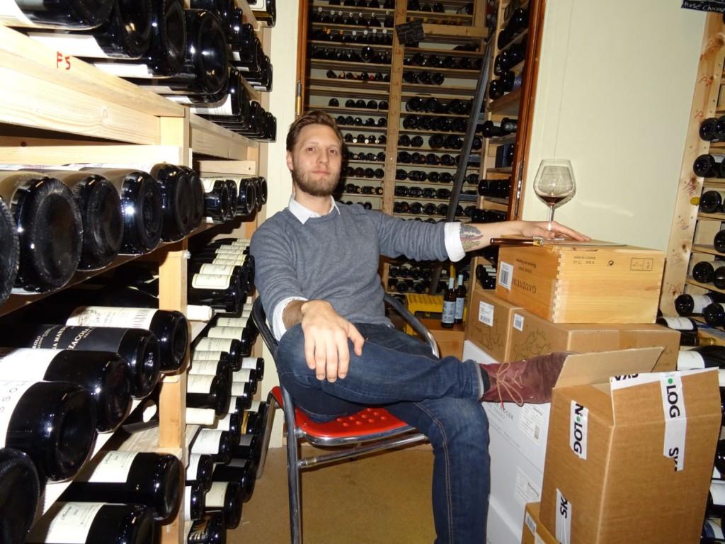 Du trenger ikke ha en vinkjeller for å lagre vin, sier vineksperten Simon Valland. Foto: Eva Johansen