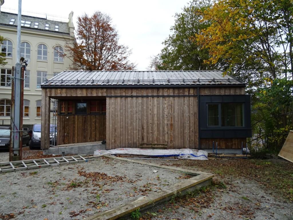 Varmestuen på haugen bak barnehagen er totalt rehabilitert. Foto: Eva Johansen