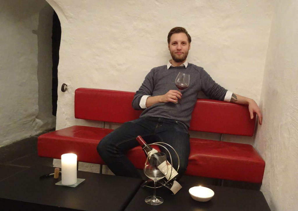 Nei, det er ikke vin Simon helst vil ha i julen. Foto: Eva Johansen