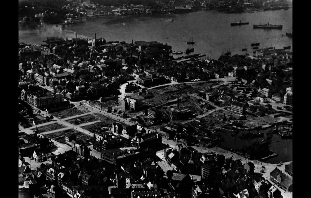 Her er oversiktsbilde etter brannen i 1916 over området hvor den rammet. Foto: Signatur: Ubb-bros-01214