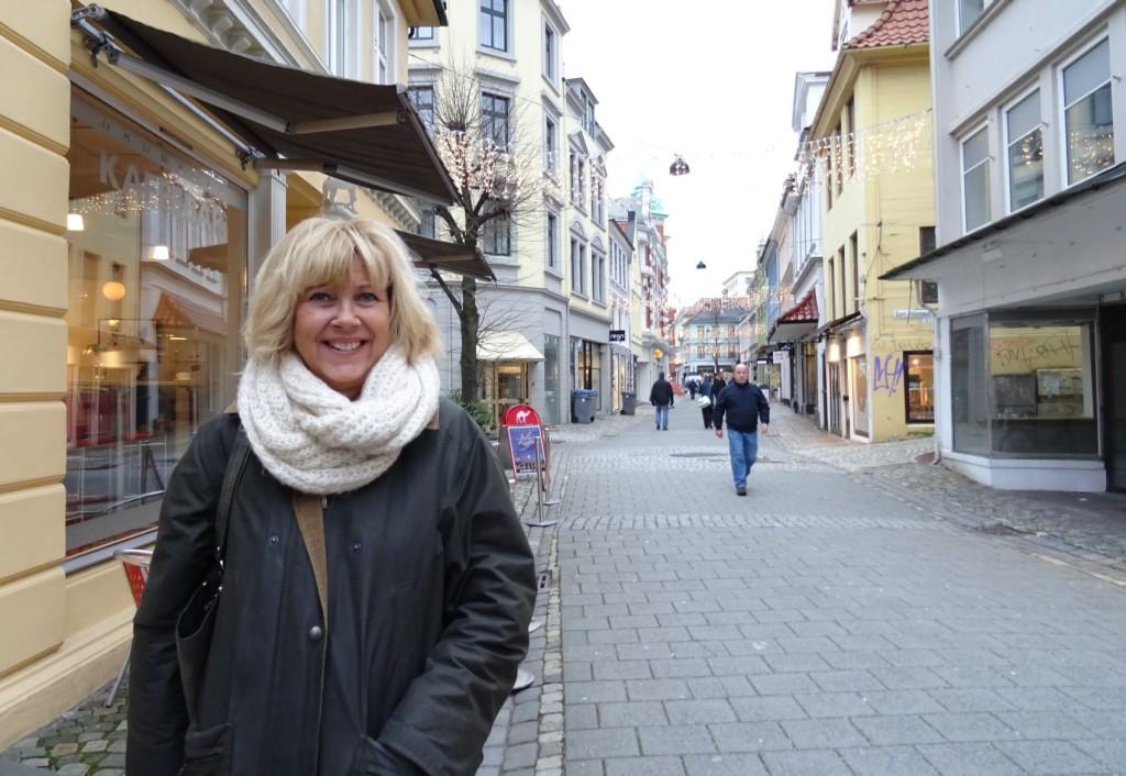 Administrerende direktør i Bergen Næringsråd, Marit Warncke tror Gågaten kan bli en av Bergens mest attraktive gater igjen. Foto: Eva Johansen