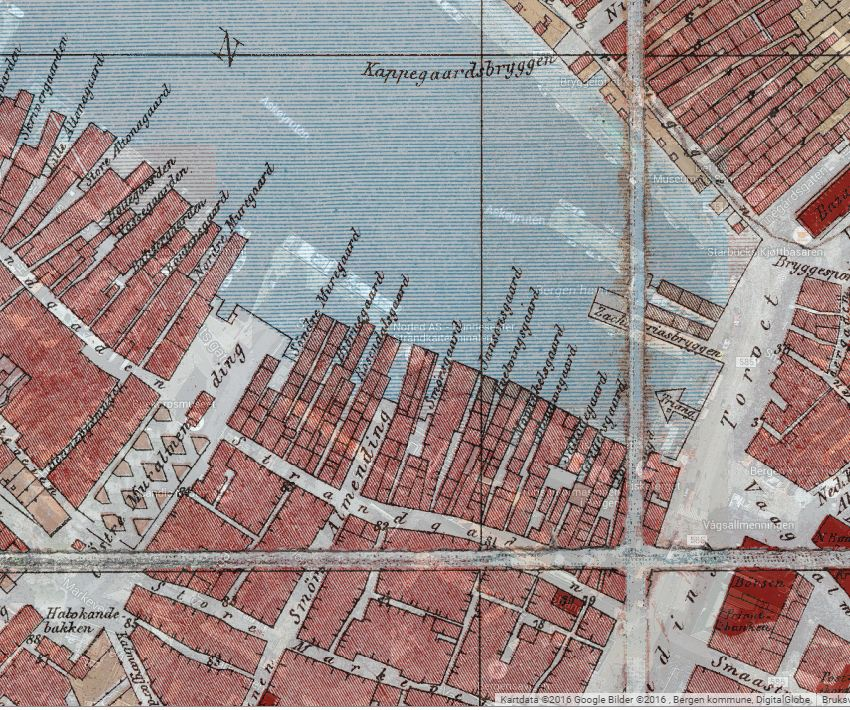 Her er kart over Strandkaien i 1885. Her ser vi