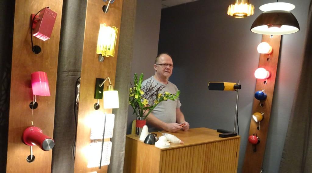 Flemming Christensen, alias Lampemannen stortrives i sine nye lokaler. Foto: Eva Johansen