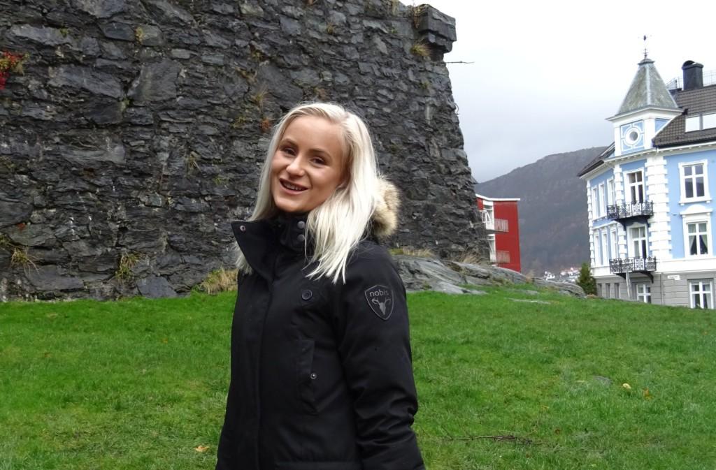 Seline Solberg skal nå på catwalk-kurs, det er nemlig ikke bare-bare å gå i høye hæler. Foto: Eva Johansen