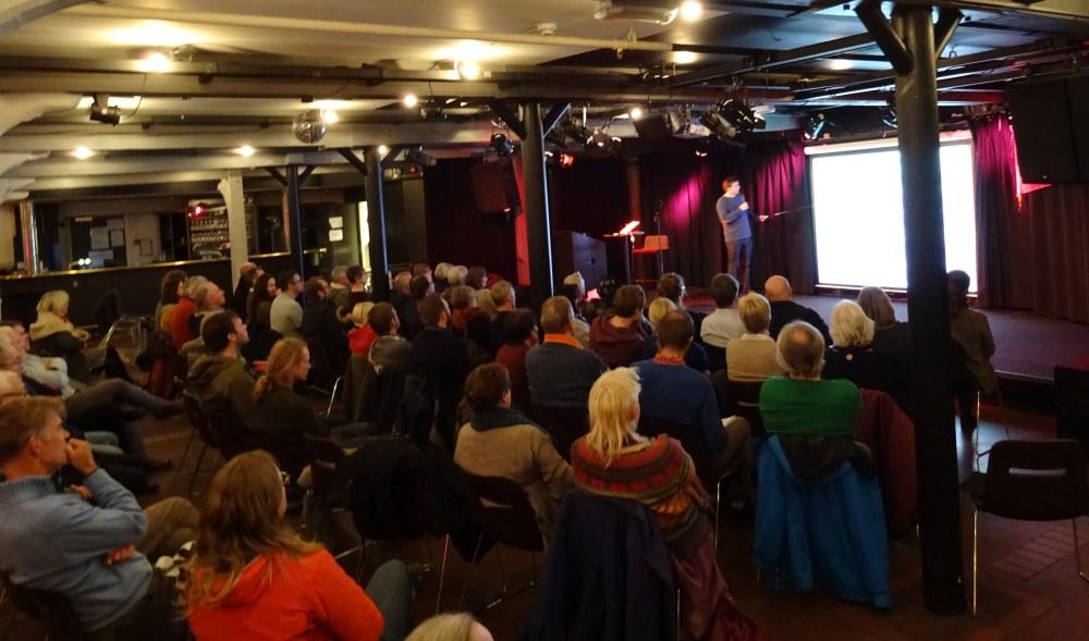 Nær 70 naboer hadde møtt frem for å diskutere byggeplanene for Dikkedokken og Berstad-tomtene. Foto: Eva Johansen