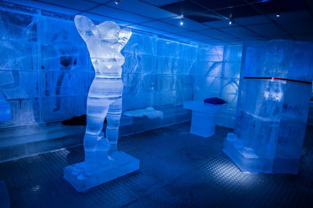 Opptil tre meter høye statuer av is preger lokalet i Oslo. Foto: Magic Ice.
