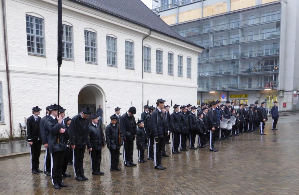 75 buekorpsgutter i Nordnæs telte BA under dagens fellesmarsj. Her er bildet av korpset fra 1. mai i fjor. Foto: Eva Johansen
