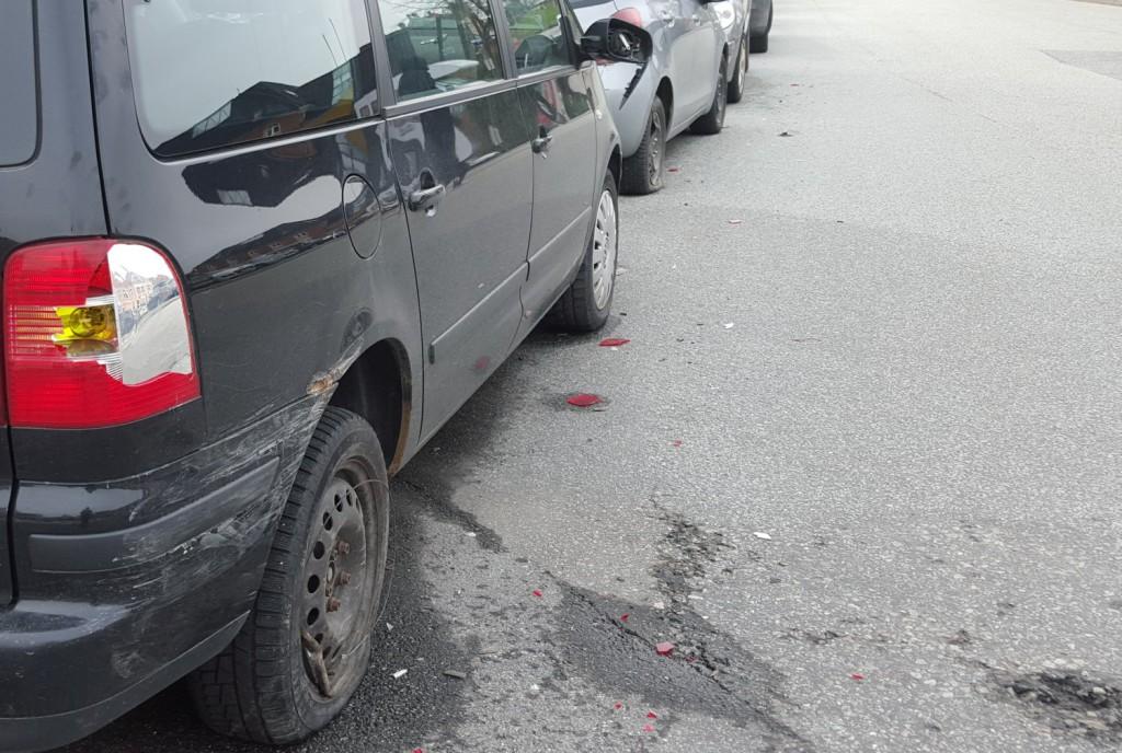 Her er et par av bilene som ble skadet. Foto: Eva Johansen