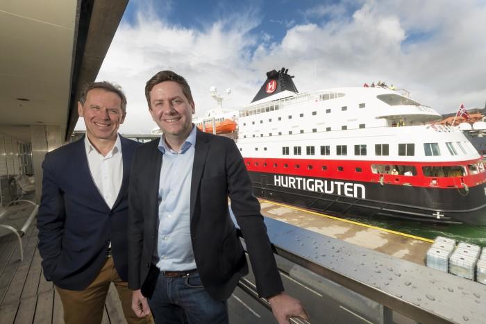 Til venstre Ståle Rasmussen, konsernsjef Kleven Maritime og Daniel Skjeldam, konsernsjef Hurtigruten. Foto: Tor Farstad