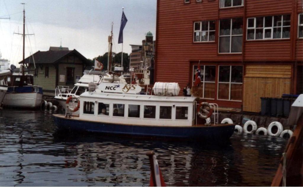 Her er MF Vågen på en av sine første turer i ruten den går i dag. Foto: Roy Løvaas