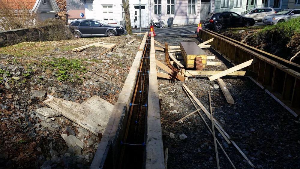 Det ble også fikset opp i veien bort til tilfluksrommet hvor Teknikerkroen holdt til. Foto: Hanne Indrehus
