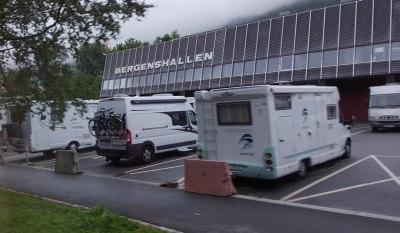 Her ved Bergenshallen er den eneste parkeringsplassen i Bergen spesielt tilrettelagt for bobiler. Foto: Eva Johansen