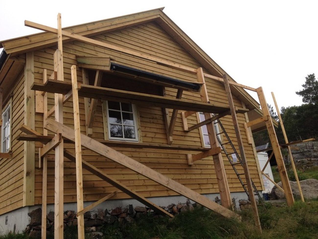 Svært mye dugnad ligger bak hytten. Foto: Viggo