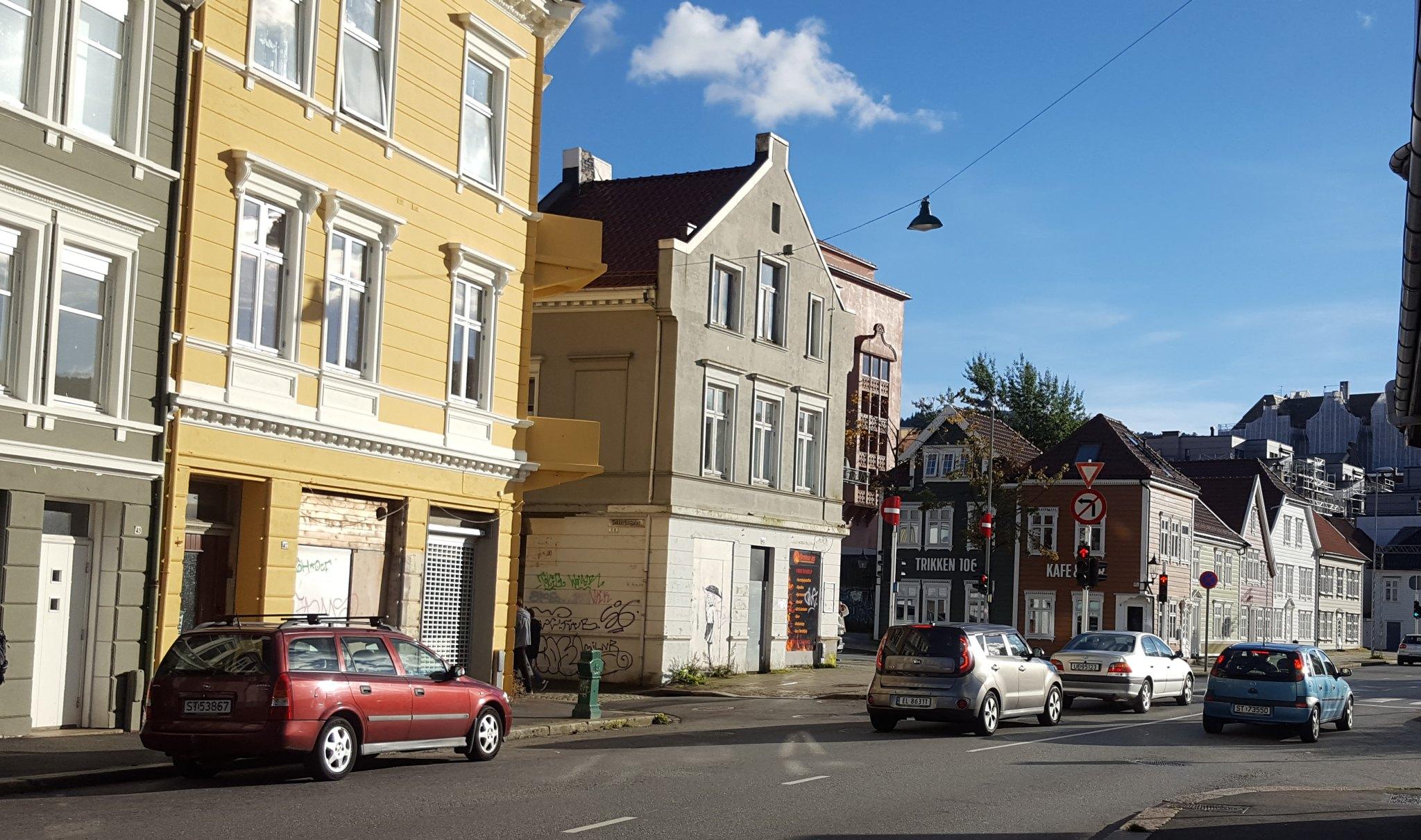 Det var i dette området mannen falt fra et hus. Foto: Eva Johansen