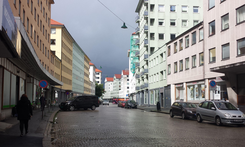 Strandgaten skal få bossnett, nytt dekke og sykkelfelt. Foto: Eva Johansen