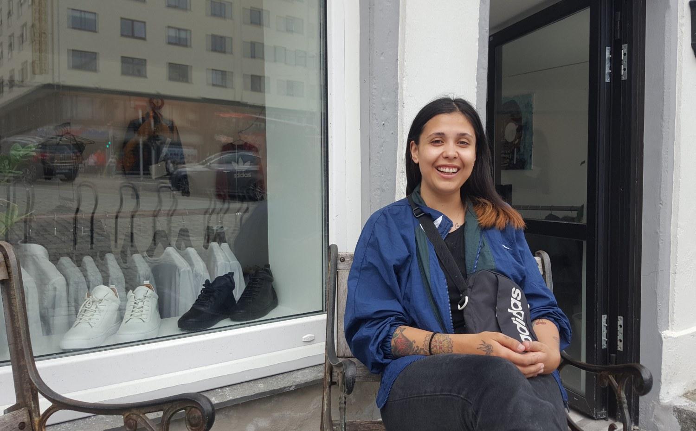 21fe0487 Butikkeier Javiera Sivertsen Saavedra (25) startet med nettbutikk i fjor  høst. Nå åpner hun fysisk butikk på Østre Murallmenning. Foto: Eva Johansen