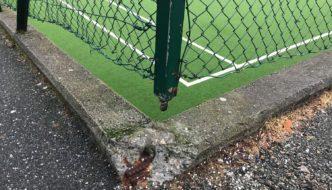 Farlig gjerde ved fotballbanen